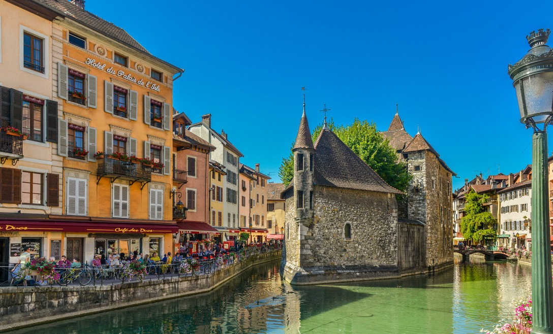 annecy alpine town france