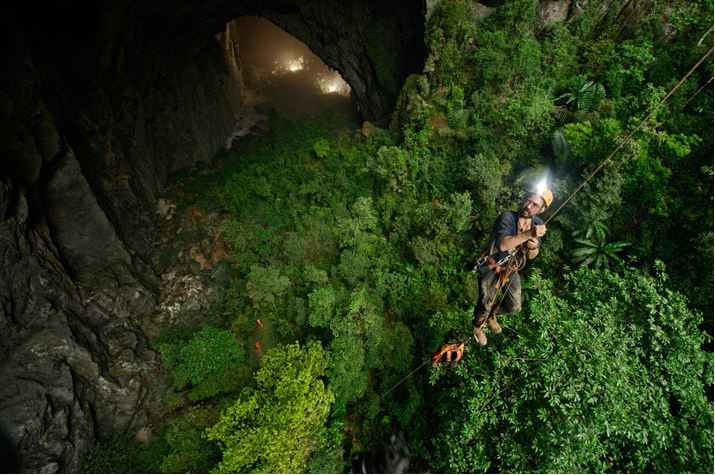 cave04 Conquering an Infinite Cave in Vietnam: National Geography