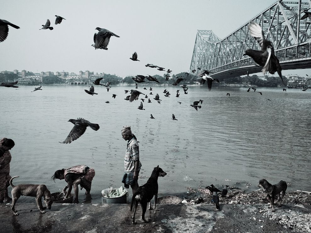 ganges river bridge 23928 990x742 Most Popular Black & white photos of National Geography