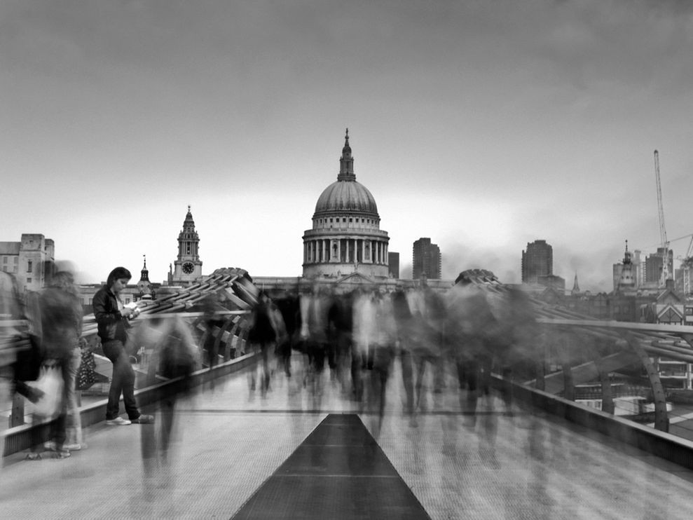 millennium bridge england 23938 990x742 Most Popular Black & white photos of National Geography