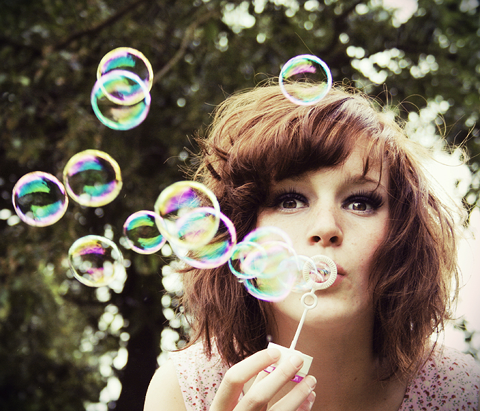girls making bubbles photos1.7