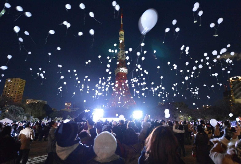 tokyo new year fireworks 2013