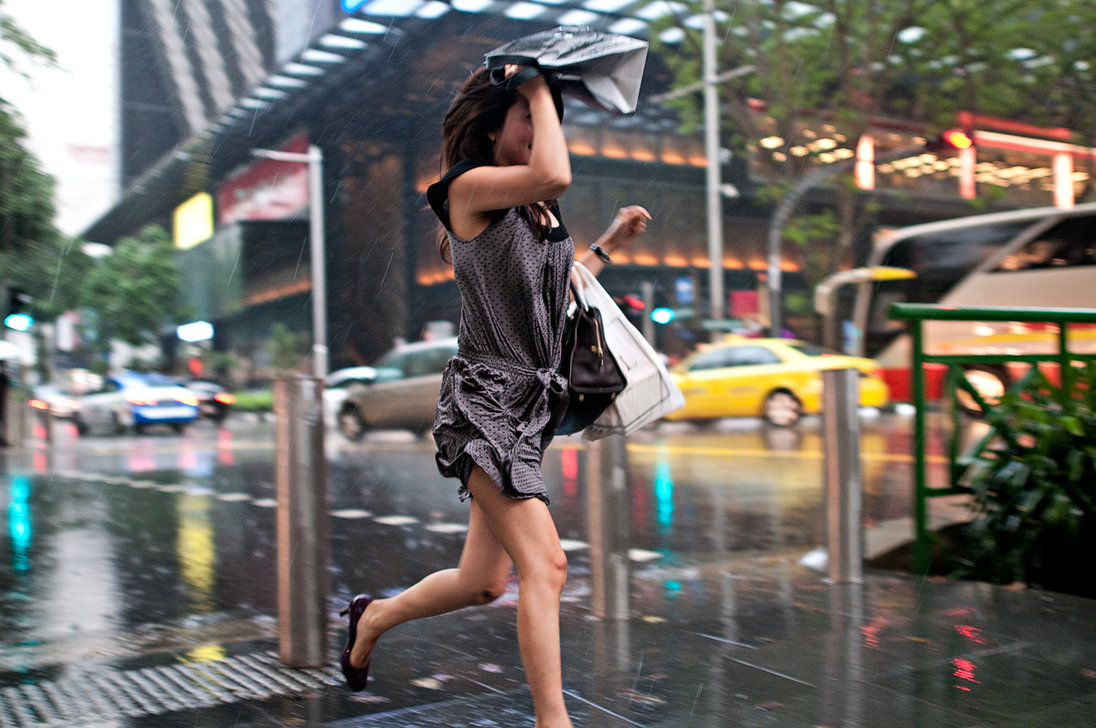 running_on_heels_street_photography