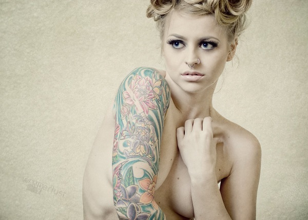 Fleurs pin up model tattoos