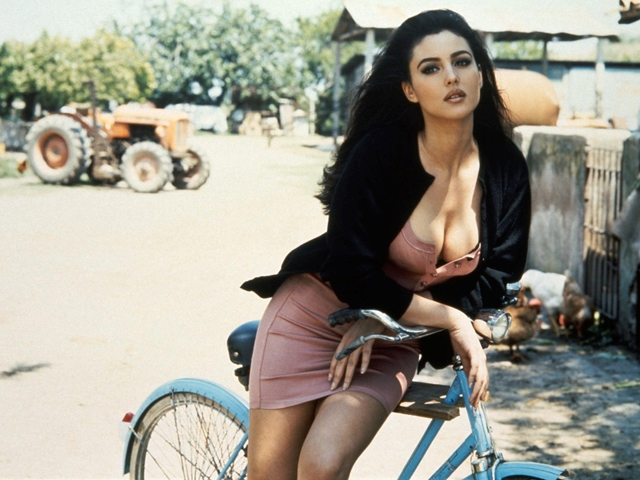 Sexy Monica Bellucci HD Wallpaper (1.2)