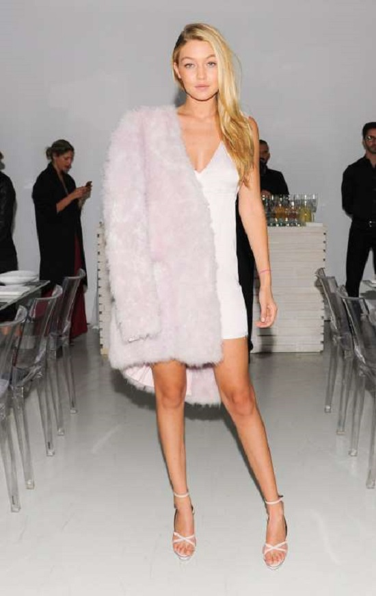 For Cultural Innovation celebration held in New York on Oct. 8, 2014, she picked a pink strapless dress paired with faux fur jacket by Calvin Klein.