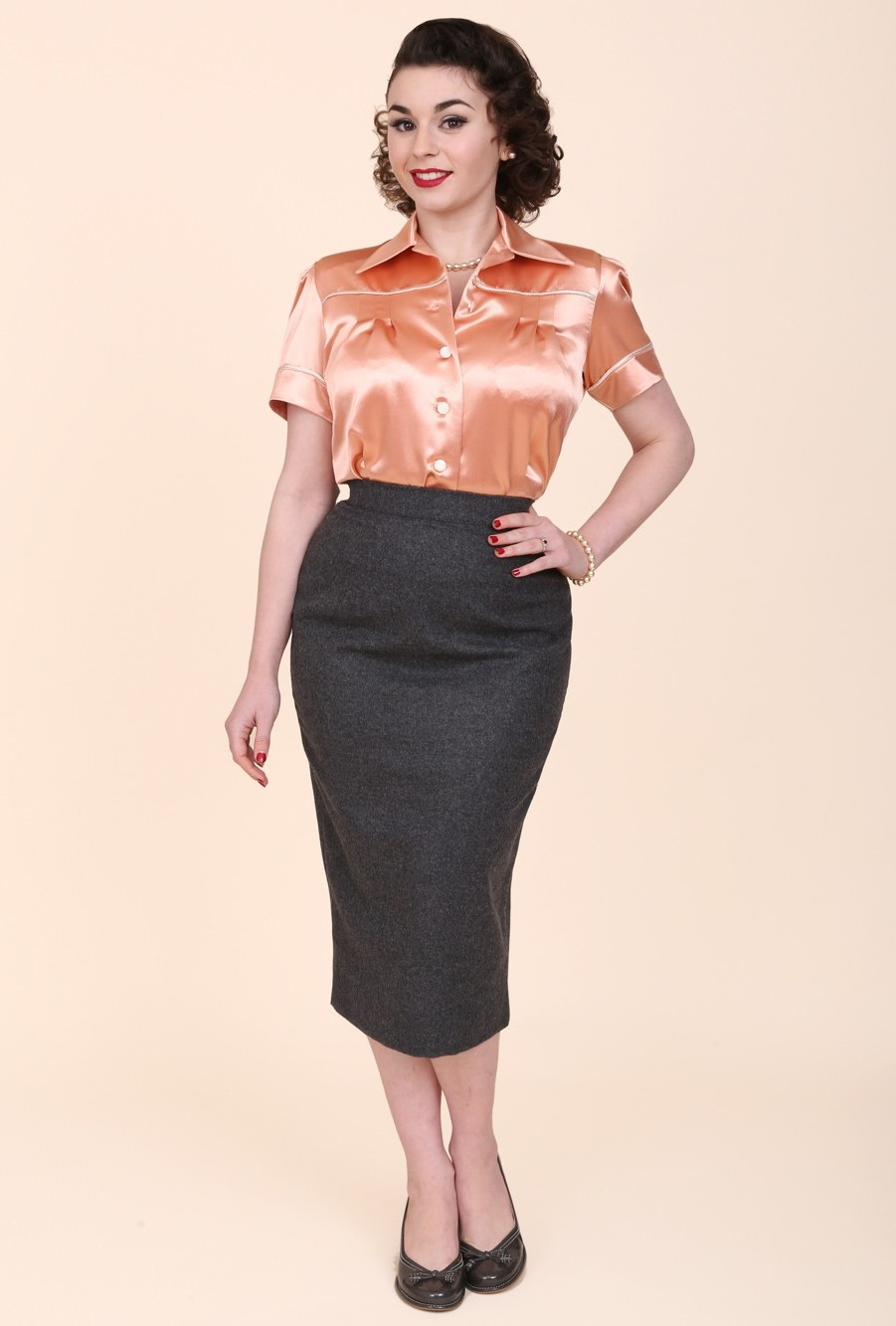 Stylish Pencil Skirt outfit examples vintage style grey-flannel