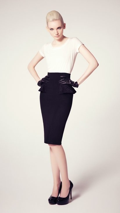 Stylish Pencil Skirt outfit examples white t-shirt black skirt
