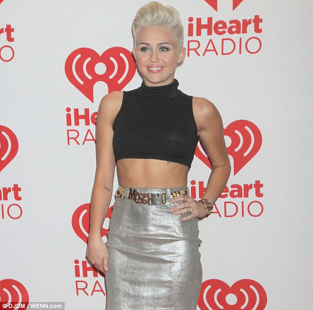 mylie cyrus silver moschino letter belt