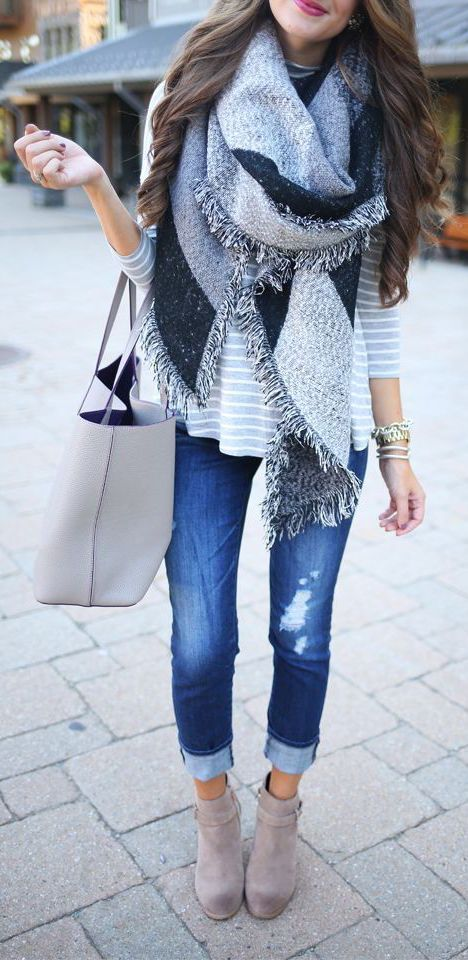 grey outfits street style with ripped jeans
