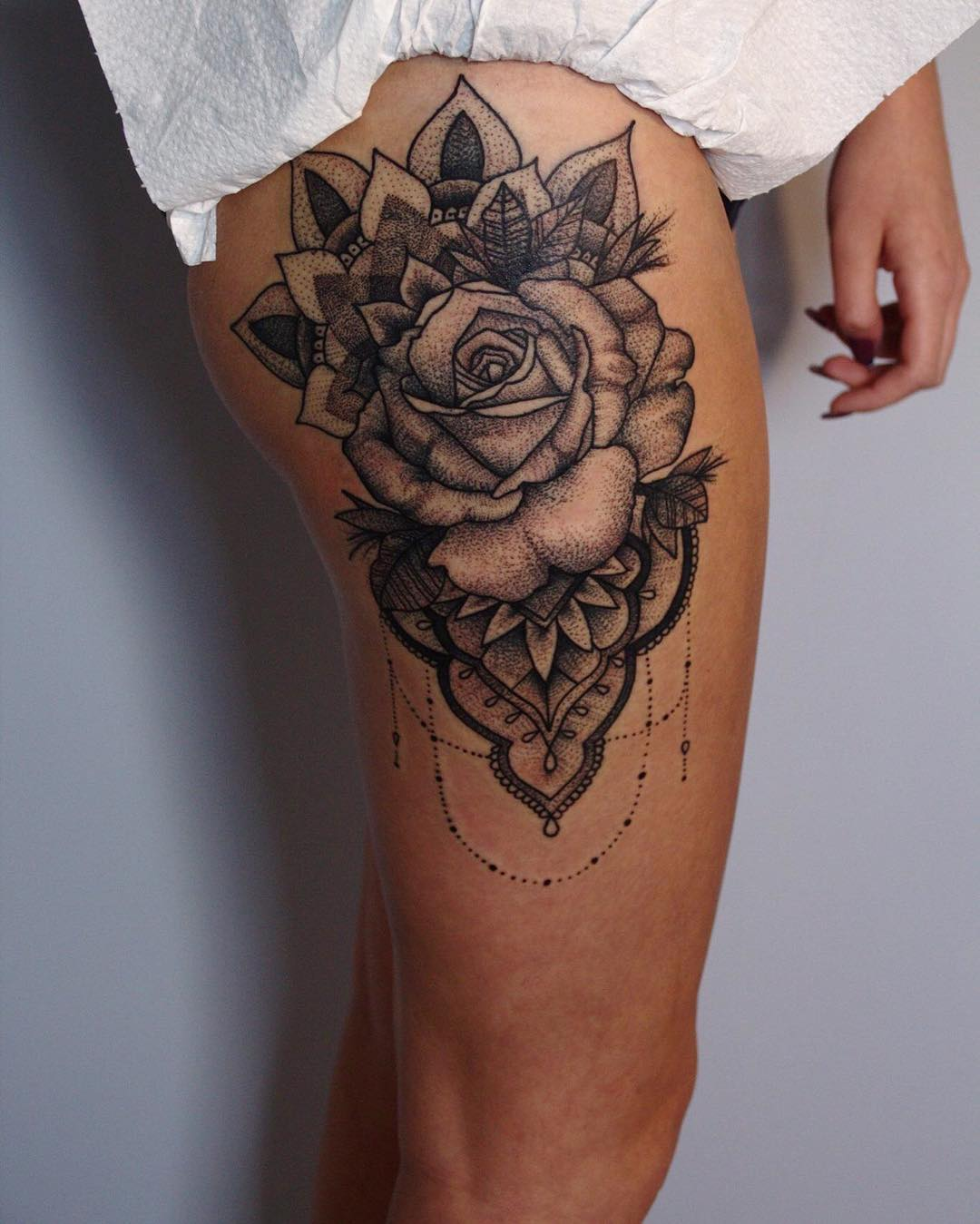 50 Glorious Rose Tattoo Design Ideas That You Ever Seen: Rose-tattoo-large-thigh-design