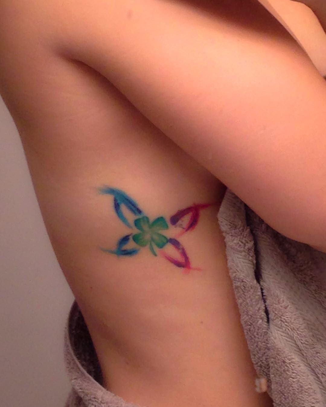 sideboob-tattoos-color-butterfly