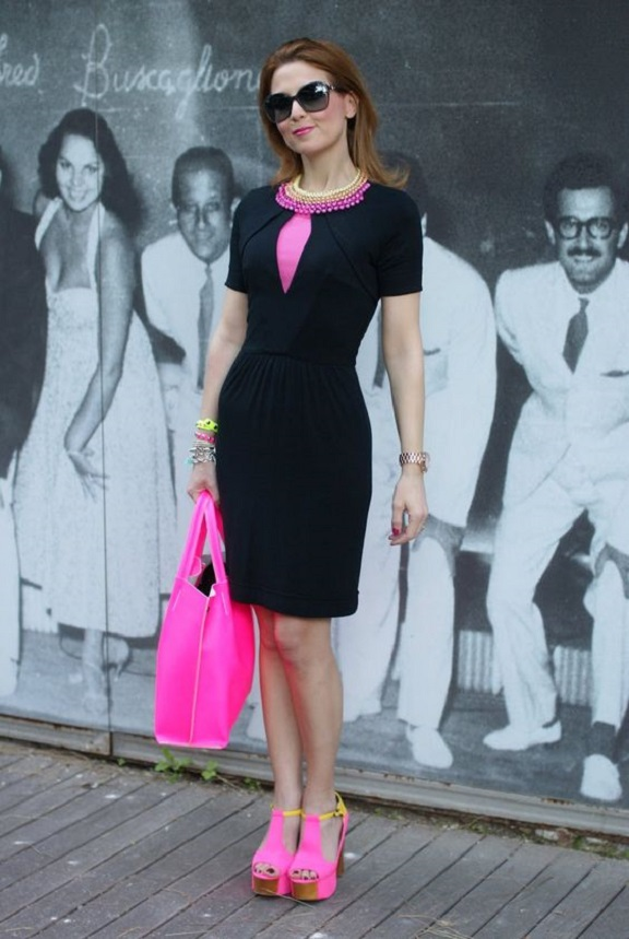 formal-dress-with-pink-shoes-and-bag