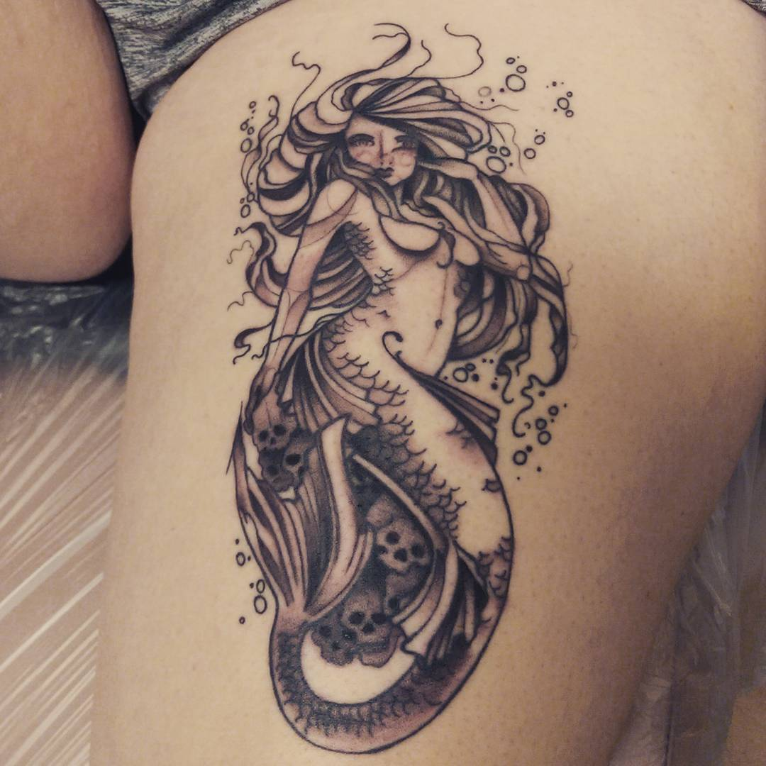 thigh-black-lovely-mermaid-tattoos